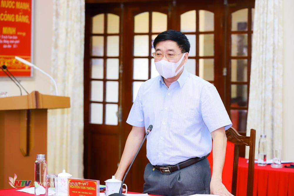 Phó Bí thư Thường trực Tỉnh uỷ Nguyễn Văn Thông phát biểu ý kiến tại hội nghị.