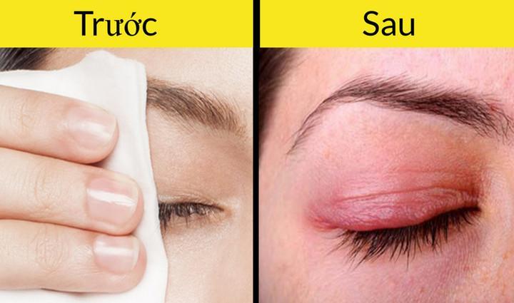 Chỉ dùng khăn rửa mặt sẽ là không đủ để làm sạch da sau khi bạn trang điểm. Bên cạnh đó, khăn mặt có thể làm từ một chất liệu thô ráp, gây kích ứng và làm khô da.