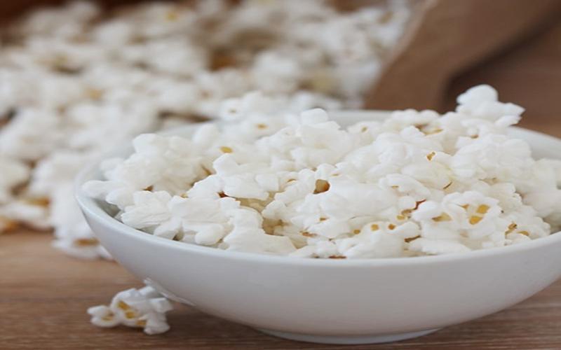 Bỏng ngô: Bỏng ngô cũng là một lựa chọn tuyệt vời cho những người mắc bệnh tiểu đường bởi lượng chất xơ trong bỏng ngô sẽ giúp bạn no và ngăn ngừa cảm giác thèm ăn đồ ngọt.