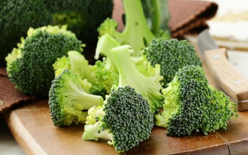 Theo các chuyên gia, súp lơ xanh chứa rất nhiều chất chống oxy hóa nên có lợi cho việc loại bỏ độc tố, thanh lọc cơ thể.