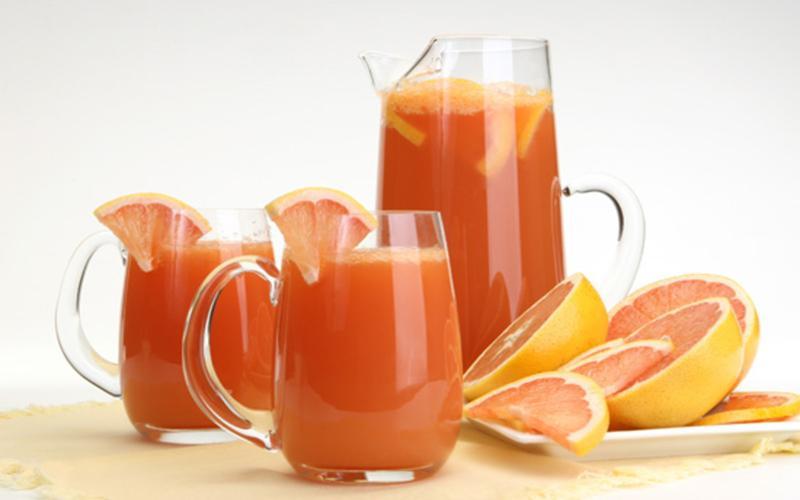 Nước ép cam và bưởi: Vitamin C có trong cam và bưởi có khả năng ngăn ngừa oxy hóa, tăng khả năng phục hồi của vết thương và ngăn nhiễm trùng…