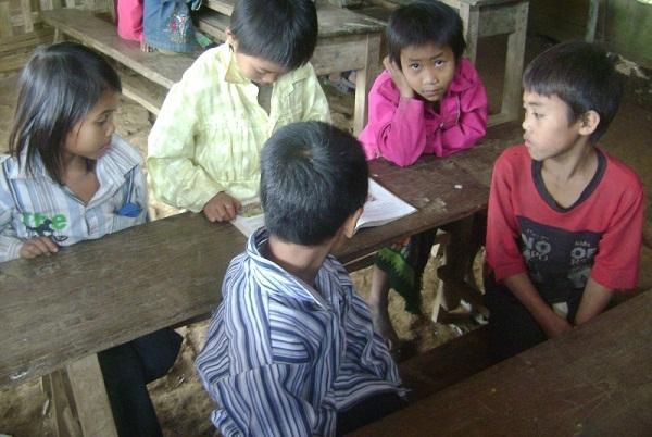 Thiếu sách giáo khoa tại các trường tiểu học và THCS miền núi.