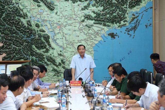 Bộ trưởng Nguyễn Xuân Cường, Phó ban chỉ đạo Trung ương về phòng, chống thiên tai, phát biểu trong cuộc họp khẩn ứng phó với bão số 2.