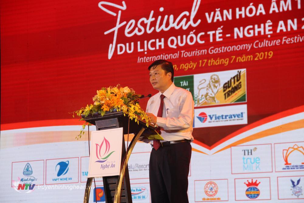 Phó Chủ tịch UBND tỉnh Lê Hồng Vinh phát biểu khai mạc.