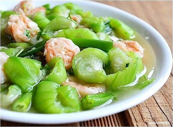 Quả mướp nấu canh ăn hàng ngày có tác dụng nhuận tràng và làm dịu đau (chính là do chất nhày chứa với hàm lượng cao trong quả).