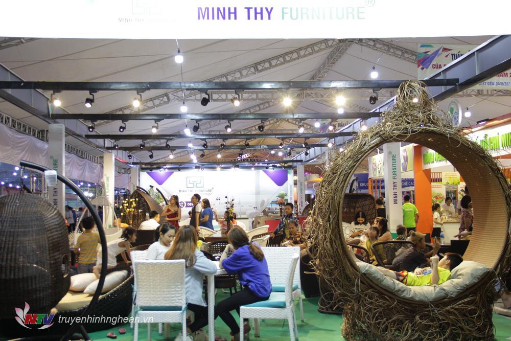Hội chợ thu hút sự quan tâm của đông đảo người dân trên địa bàn tỉnh Nghệ An.