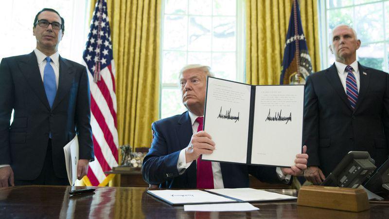 Tổng thống Donald Trump ký quyết định tăng cường các biện pháp trừng phạt Iran hôm 24/6