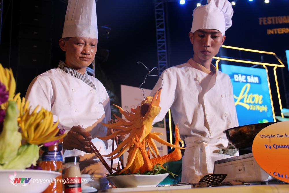 Nhiều tạo hình độc đáo tăng thêm tính thẩm mỹ cho món lươn.