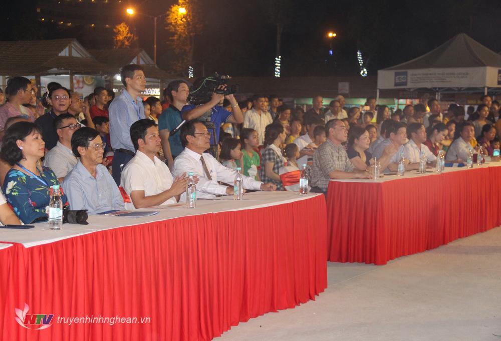  Tham dự chương trình có lãnh đạo Sở Du lịch Nghệ An; đại diện Hiệp hội Văn hóa Ẩm thực Việt Nam; các nghệ nhânmaster chef, chuyên gia ẩm thực và đầu bếp chuyên nghiệp đến từ các tỉnh, thành trên cả nước.  