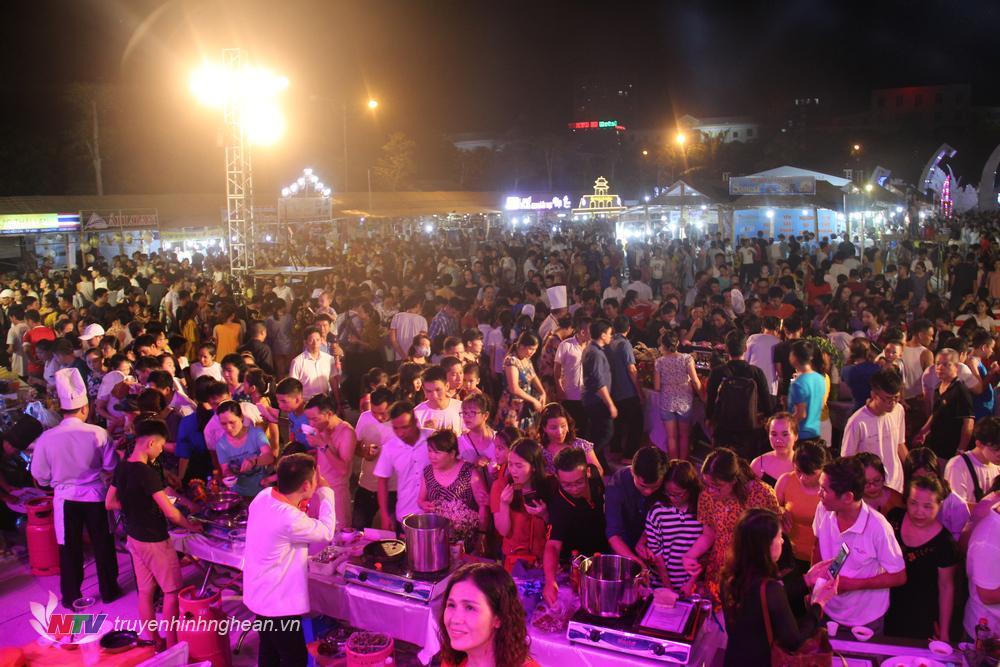 Chương trình thu hút hàng nghìn du khách trong và ngoài tỉnh đến trải nghiệm.