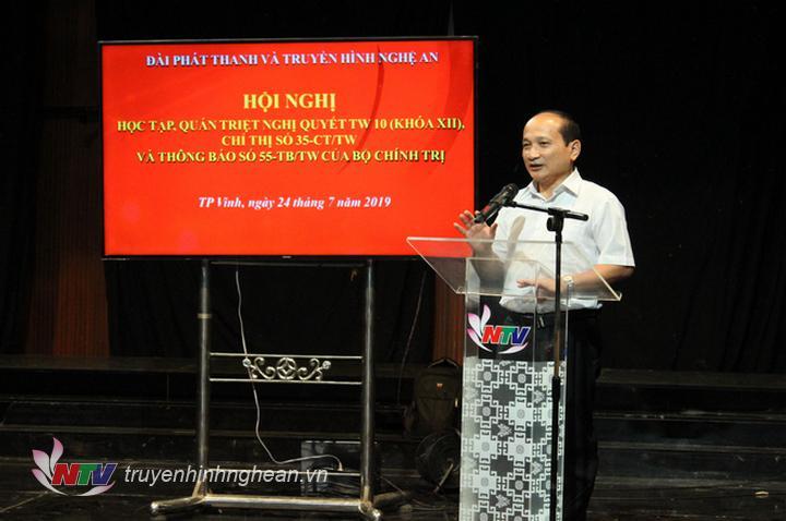 Đồng chí Nguyễn Thanh Hiền - Tỉnh ủy viên, Phó Trưởng đoàn ĐBQH tỉnh phân tích, quán triệt về các nội dung chính của Nghị quyết Trung ương 10 khóa XII.