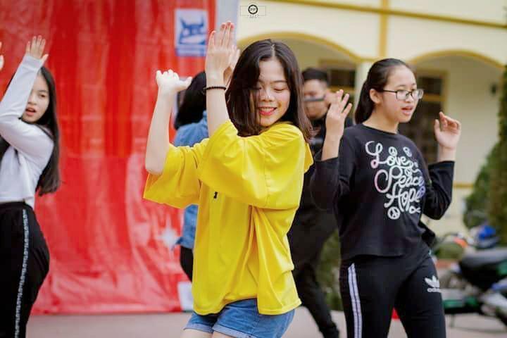 Không chỉ học giỏi, Thái Bảo còn rất năng động và tự tin trong các hoạt động phong trào.