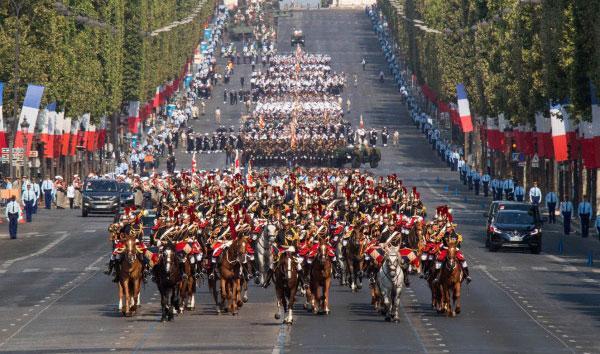 Cuộc biểu tỉnh nổ ra ngay sau lễ duyệt binh kỷ niệm Quốc khánh Pháp kết thúc. Ảnh: Élysée