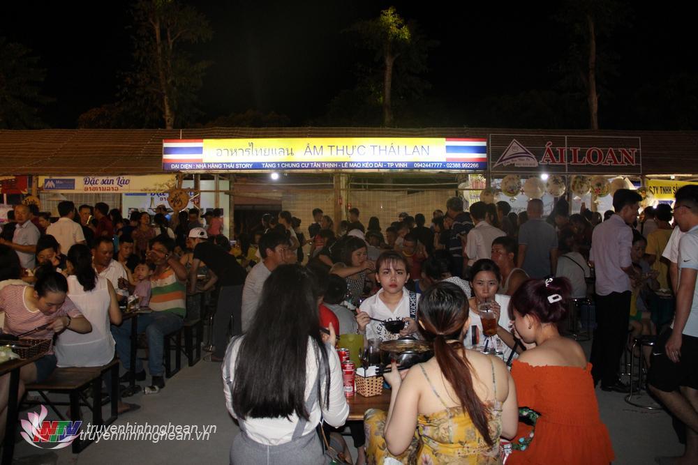 Gian hàng ầm thực Thái Lan