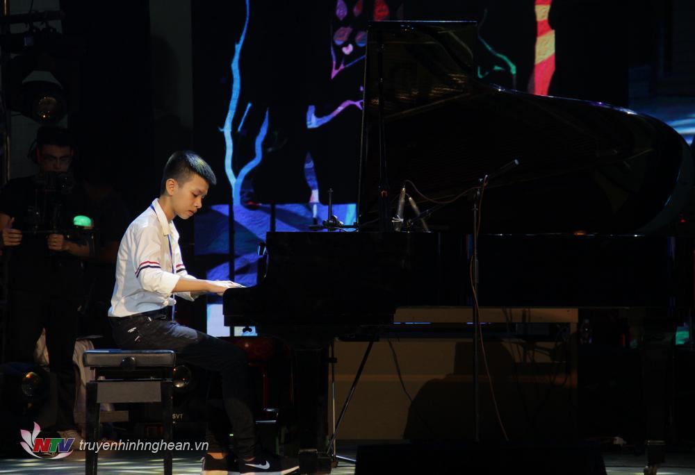 Thí sinh: Nguyễn Tiến Dương. Sinh năm 2006  SBD: 039 Tác phẩm: Piano Sonatine Kuhlau op 60 no1