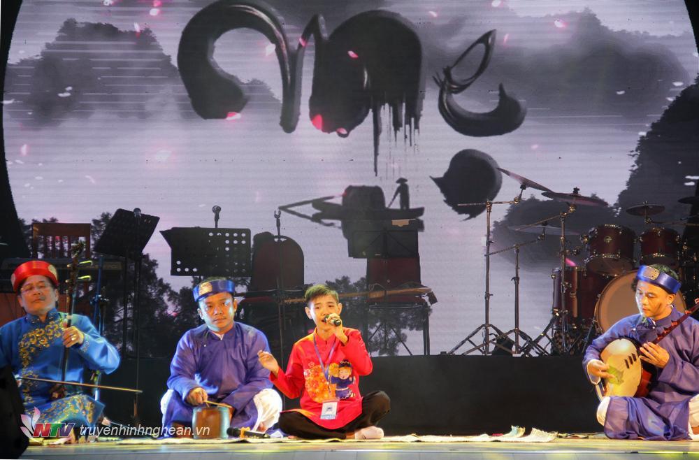Thí sinh: Nguyễn Hữu Đạt. Sinh năm 2006 SBD: 086.  Nam Đàn – Nghệ An Tác phẩm thể hiện: Công cha nghĩa mẹ ơn thầy Dân ca Nghệ Tĩnh