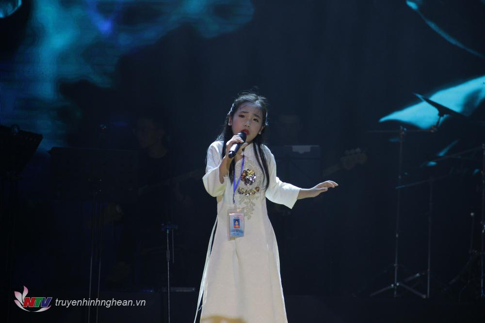 Thí sinh: Nguyễn Phan Quỳnh Anh. Sinh năm 2007 SBD:116. Tp Vinh – Nghệ An Tác phẩm: Chờ người nơi ấy Sáng tác: Huy Tuấn – Hà Quang Minh