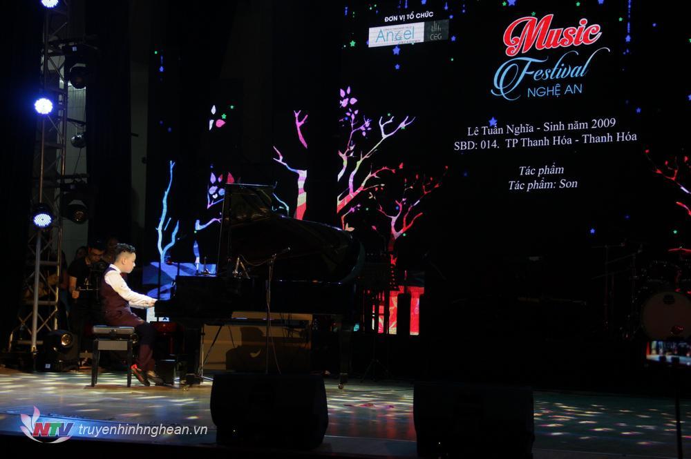   Thí sinh Lê Tuấn Nghĩa, SBD: 014, Thanh Hoá với tác phẩm: Rondo.  