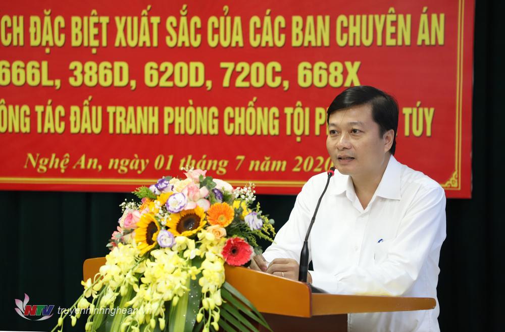 Đồng chí Lê Hồng Vinh - Ủy viên BTV Tỉnh ủy, Phó Chủ tịch Thường trực UBND tỉnh phát biểu tại lễ trao thưởng.