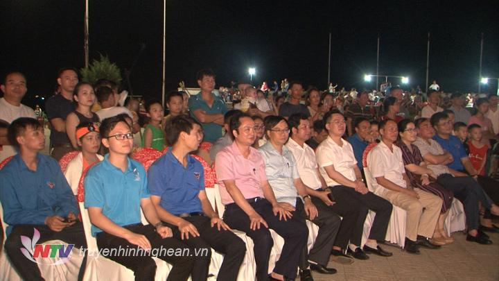 Các đại biểu dự lễ hội tối 25/7.