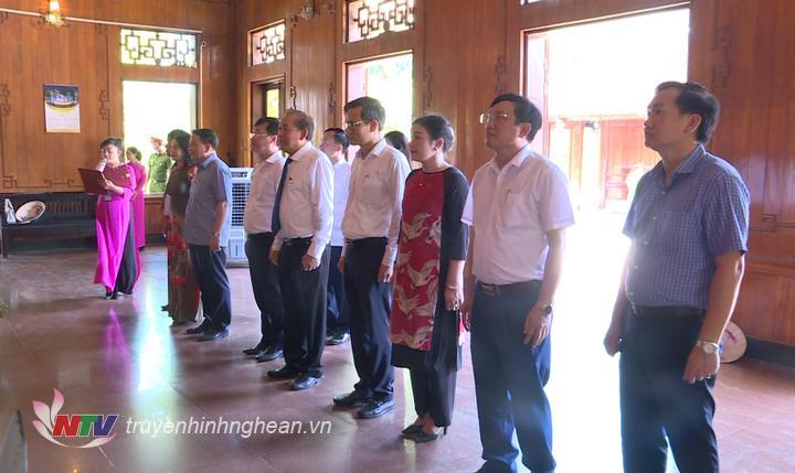Đoàn công tác tưởng niệm Chủ tịch Hồ Chí Minh.