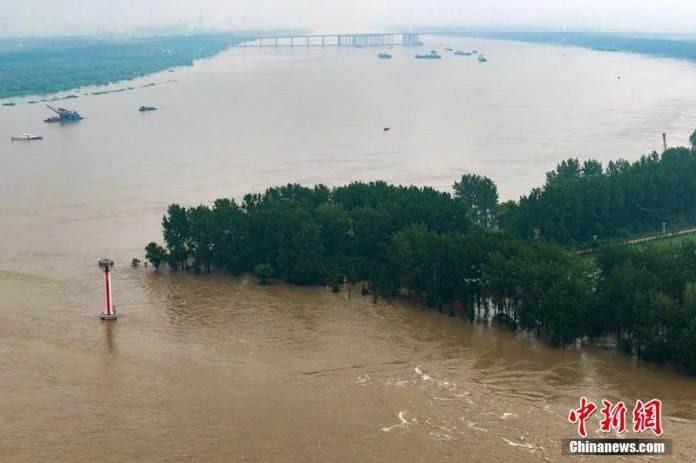 Nước lũ dâng cao đoạn qua khu vực Nam Kinh. Nguồn Chinanews