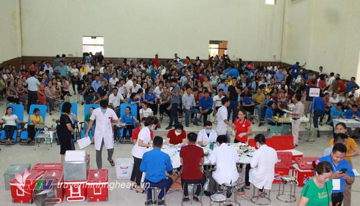 Ngày hội hiến máu tình nguyện đợt 1 huyện Quỳ Hợp thu hút đông đảo tình nguyện viên tham gia.
