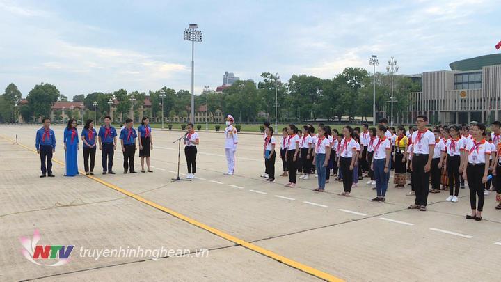 Đoàn đại biểu Cháu ngoan Bác Hồ tỉnh Nghệ An báo công
