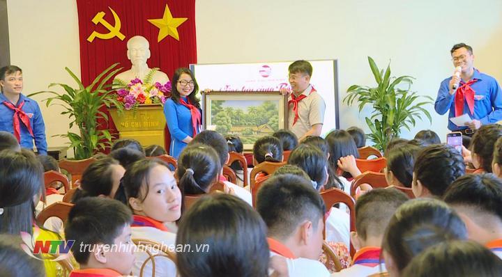 Đoàn đai biểu Cháu ngoan Bác Hồ tỉnh Nghệ An thăm