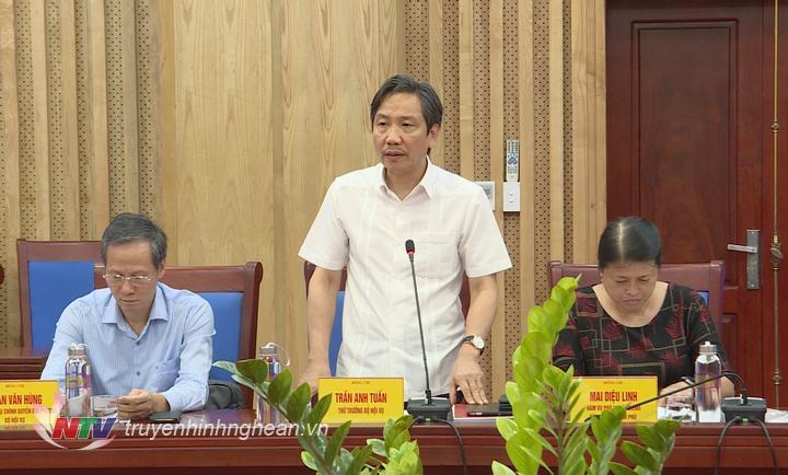 Thứ trưởng Bộ Nội vụ Trần Anh Tuấn phát biểu tại buổi làm việc.