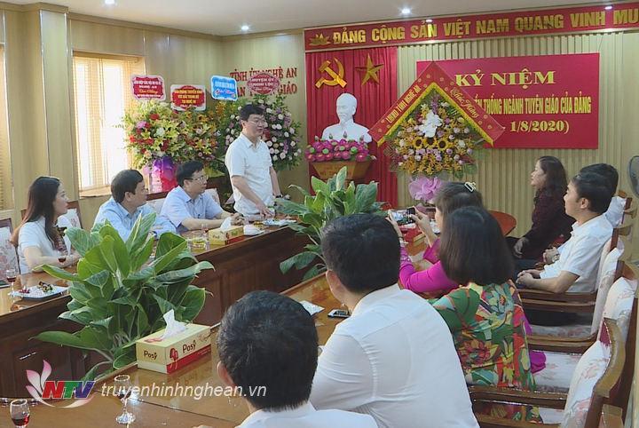 Chủ tịch UBND tỉnh Nguyễn Đức Trung phát biểu chúc mừng.