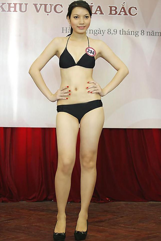 Dù chỉ sở hữu chiều cao 1m66, nặng 50kg và các số đo 3 vòng lần lượt là 78-60-91 cm, song Lý Hồng Nhung được đánh giá cao bởi sự tự tin khi trình diễn trước đám đông.