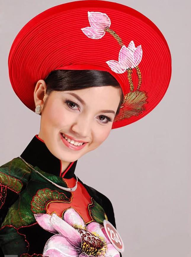 Như một mối duyên, năm 2008 MC Anh Tuấn cũng nhận lời dẫn chương trình cho cuộc thi HHVN và hai người đã có cơ hội gặp gỡ nhau.