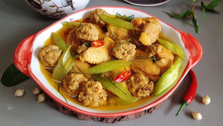Xáo gà Thanh Chương là món ngon nổi tiếng, có trong thực đơn đãi khách của nhiều gia đình xứ Nghệ.