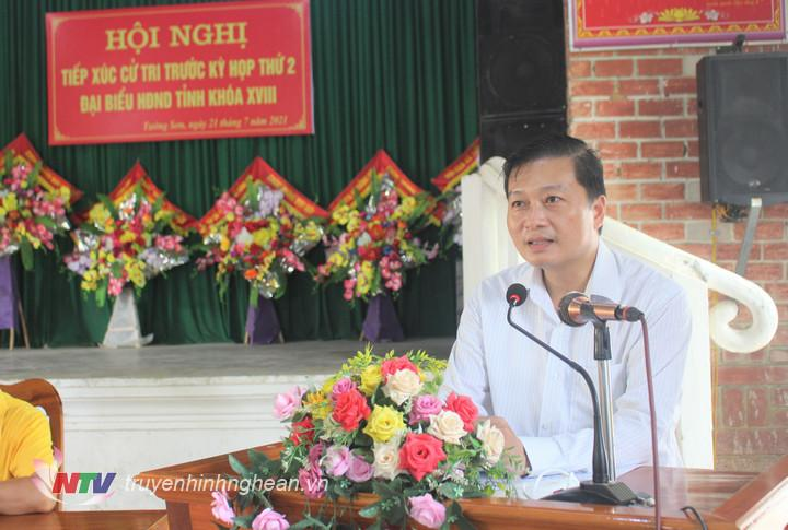Phó Chủ tich Thường trực UBND tỉnh giải trình ý kiến, kiến nghị của cử tri tại buổi tiếp xúc.