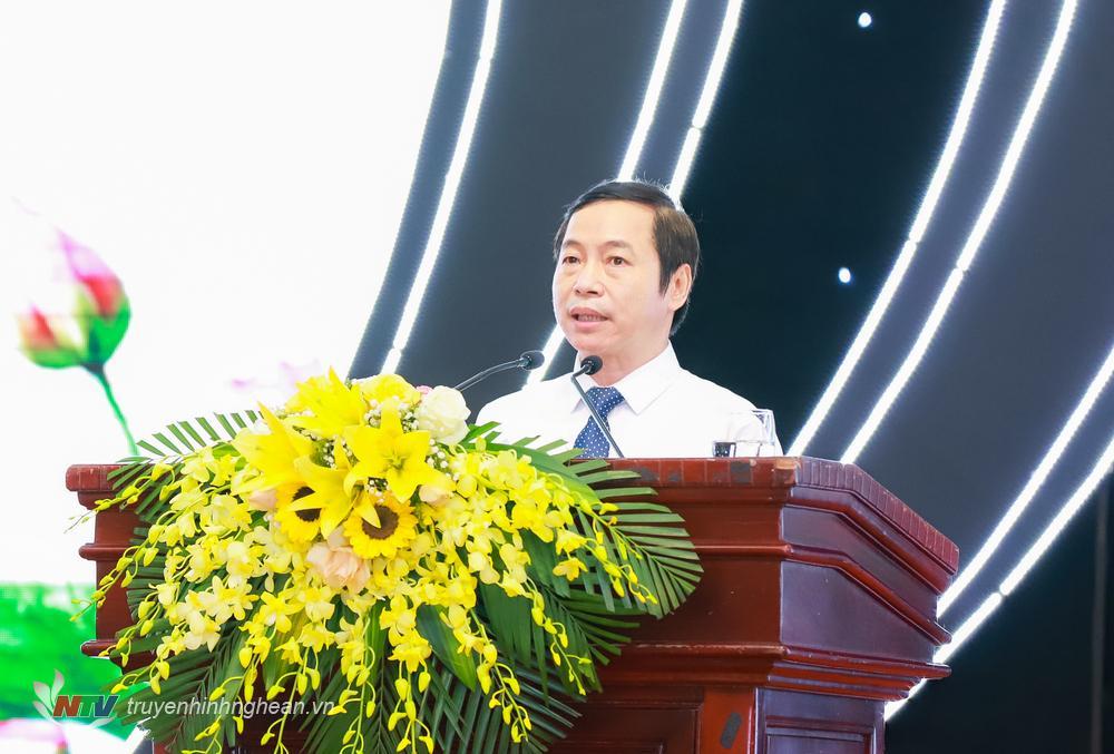 Đồng chí Lê Đình Lý - Giám đốc Sở Nội vụ trình bày Báo cáo kết quả bầu cử đại biểu HĐND các cấp nhiệm kỳ 2021 - 2026.