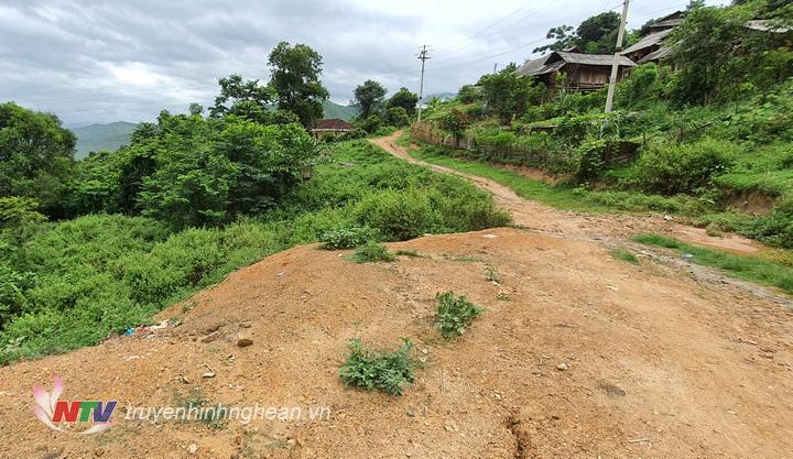 Mưa lớn kéo dài tiềm ẩn nguy cơ sạt lở đất ở bản