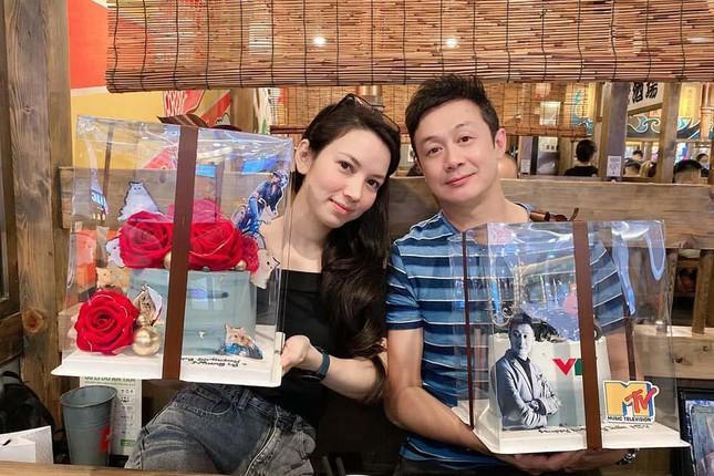 Suốt 8 năm bên nhau, Lý Hồng Nhung và MC Anh Tuấn vẫn dành cho nhau những tình cảm ngọt ngào và trân trọng khiến các fan ngưỡng mộ.