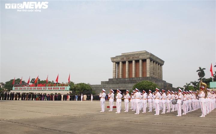 Quốc hội cũng nghe Ủy ban Trung ương Mặt trận Tổ quốc Việt Nam báo cáo tổng hợp ý kiến, kiến nghị của cử tri gửi đến kỳ họp thứ nhất, Quốc hội khóa XV; Xem xét, thông qua các Nghị quyết của Quốc hội về Chương trình xây dựng luật, pháp lệnh năm 2022; Chương trình giám sát của Quốc hội năm 2022 và việc thành lập Đoàn giám sát chuyên đề.
