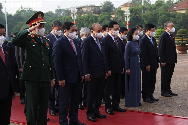 Các đại biểu viếng lăng Chủ tịch Hồ Chí Minh.