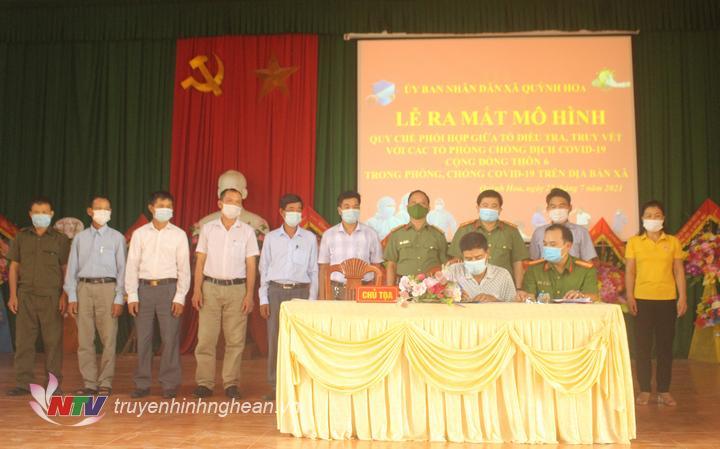 ký kết quy chế phối hợp giữa tổ điều tra, truy vết và tổ phòng chống covid cộng đồng thôn 6 xã Quỳnh Hoa