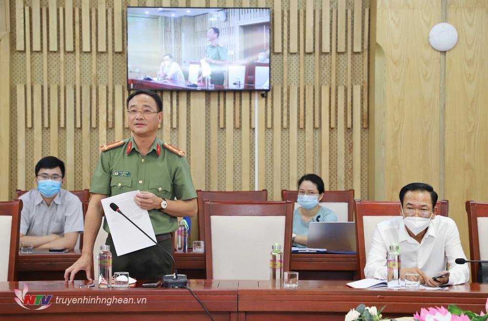 Giám đốc Công an tỉnh - Đại tá Phạm Thế Tùng phát biểu tại phiên họp.