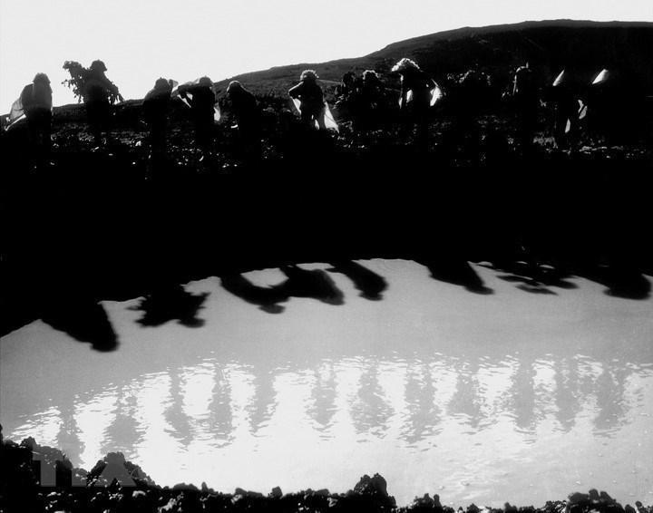 Tiểu độiđội 10 cô gái Ngã ba Đồng Lộc (Hà Tĩnh) trong kháng chiến chống Mỹ, cứu nước.