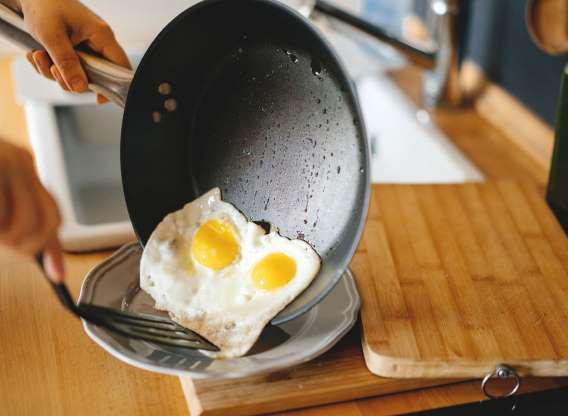 Trứng gà giàu chất chống ô xi hóa như lutein và zeaxanthin. Các chất chống oxy hóa chưa được chứng minh là có thể làm giảm cân, nhưng lại giúp kiểm soát cân nặng một cách khỏe mạnh.