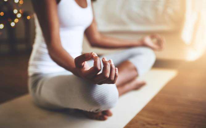   Tập yoga: Yoga có tác dụng giảm béo bụng cực tốt. Chỉ vài phút mỗi ngày với chương trình Yoga ngăn ngừa béo bụng, bạn sẽ thấy hiệu quả nhanh chóng.  