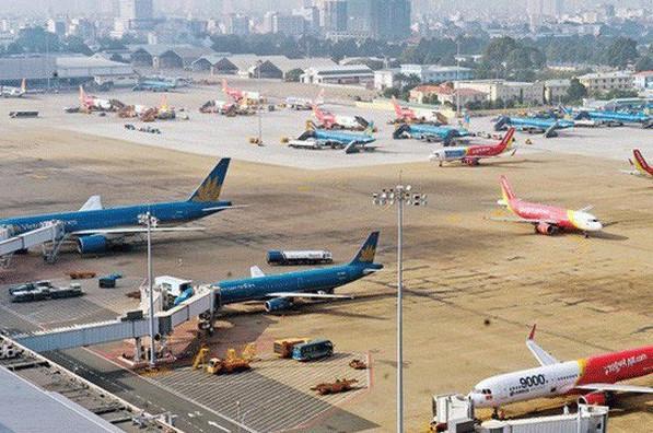 Các hãng hàng không trong nước đều phải điều chỉnh lịch bay do ảnh hưởng của bão số 3