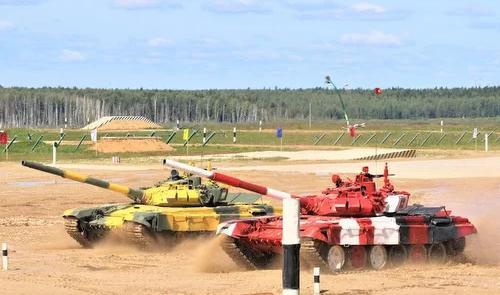 Xe tăng Việt Nam (đỏ) đua tốc độ với Tajikistan.