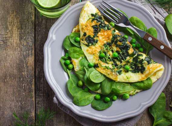 Trứng giúp bạn ăn nhiều rau hơn khi chúng kết hợp với nhau. Chế độ ăn nhiều rau trong thực đơn sẽ giúp bạn giảm cân hiệu quả hơn.