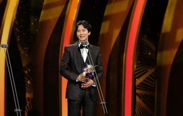 Kim Nam Gil nhận giải Nam diễn viên chính xuất sắc nhất cho vai diễn trong bộ phim Mục sư nhiệt huyết.