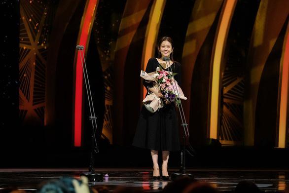 Jang Nara nhận giải Nữ diễn viên chính xuất sắc nhất cho vai diễn trong Hoàng hậu cuối cùng